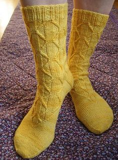 knitted socks - free pattern, 34 sts... i will have to learn to knit someday.