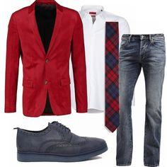 Il rosso è il colore per eccellenza del Natale allora perché non vestirsi di questo colore durante le feste? Ecco una proposta originale: giacca rossa in velluto, camicia bianca, cravatta a quadri e, per smorzare il tutto, un bel paio d jeans.