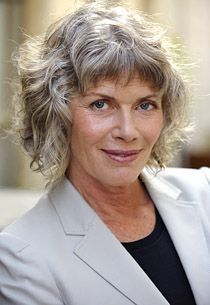 Kelly McGillis, looking natural and beautiful. Yep, it's the roughed-up hair again. Does good things to a SN. B> Consistently great looking hair. Kelly Mcgillis, Salt And Pepper Hair, Hair Again, Aged To Perfection, Wise Women, Ageless Beauty, Going Gray, Aging Gracefully, Grey Hair