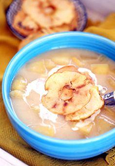 Jéghidegen és forrón is isteni: íme a tökéletes almaleves almachipsszel | Street Kitchen Hummus, Recipies, Meals, Cooking, Ethnic Recipes, Soups, Cook Books, Beverage, Seasons