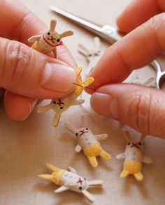 diorama ideas Working on tiny animals again. : Be careful not to stitch your fingers together! Doll Crafts, Cute Crafts, Sewing Crafts, Diy And Crafts, Arts And Crafts, Craft Projects, Sewing Projects, Fabric Dolls, Diy Toys
