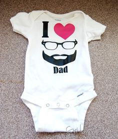 I heart dad onesie for the first time father on Father's Day! Iron on Vinyl (Heat transfer vinyl or HTV) project for Silhouette or Cricut cutting machines. Homemade Fathers Day Gifts, Fathers Day Crafts, Iron On Vinyl, Used Vinyl, First Fathers Day, Happy Fathers Day, Vinyl Projects, Diy Craft Projects, Diy Crafts