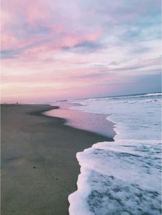 Pin by grace maher on aesthetic summer vibes, beach aesthetic, summer. Ocean Wallpaper, Summer Wallpaper, Nature Wallpaper, Aesthetic Pastel Wallpaper, Aesthetic Backgrounds, Aesthetic Wallpapers, Beach Pictures, Pretty Pictures, Beach Images