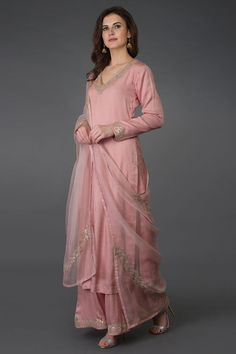 From our Indian Spring Collection, this Pearl Pink kurta and farshi palazzo suit is adorned with beautiful rose gold gota patti hand embroidery. The kurta and farshi ( wide leg palazzo pants) are crafted in fine bemberg modal and the dupatta is c Pakistani Dress Design, Pakistani Outfits, Indian Outfits, Kurta Designs Women, Blouse Designs, Dress Designs, Indian Designer Suits, Kurti Designs Party Wear, Indian Attire