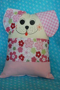 Polštář psík Polštář pejsek je ušit ze 100% bavlny, náplň polyesterové kuličky, rozměry 24x34cm, detaily domalovány barvou na textil,lze prát v pračce na 30C.
