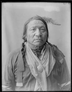 An old photograph of the Native American known as Painted Horse - Oglala Native American Photos, Native American Artifacts, Native American History, Native American Indians, Native Americans, Sioux Nation, Sioux Tribe, Oglala Sioux, Native Indian