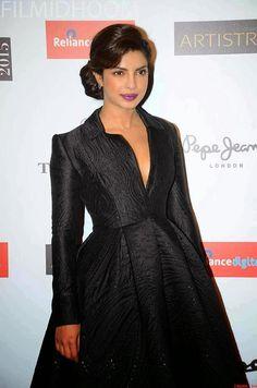 7f12308a240 Priyanka Chopra Hot In Black Dress
