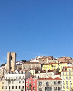 Saudades do teu céu azul Lisboa  #lisboa #alfama #portugal #igerslisboa #igerslx #igersportugal #vsco #lisbon #bluesky #sunshine #architecture #SkiesOfRita