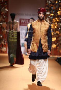 Manish Malhotra Wills Lifestyle India Fashion Week 2013 - Mens Fashion - Bigindianwedding Mens Indian Wear, Mens Ethnic Wear, Indian Groom Wear, Indian Men Fashion, Indian Bridal Wear, Mens Fashion Suits, Indian Ethnic Wear, Nehru Jackets, India Fashion Week