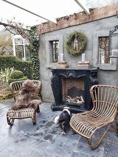 Open haard serre Outdoor Rooms, Outdoor Living, Outdoor Decor, Rustic Gardens, Outdoor Gardens, Small Courtyard Gardens, Backyard Patio, Backyard Landscaping, Rattan Garden Furniture