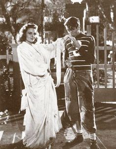 Donna Reed as Mary Hatch & James Stewart as George Bailey - It's a Wonderful Life Martin Scorsese, Stanley Kubrick, Alfred Hitchcock, Old Movies, Great Movies, Awesome Movies, Classic Hollywood, Old Hollywood, Hollywood Pictures