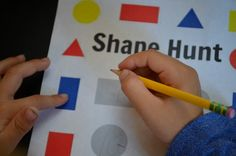 Shape Scavenger Hunt: learn shapes inside the house (plus a printable! Math Activities For Kids, Preschool Math, Toddler Preschool, Maths, Learning Shapes, Learning Letters, Kids Learning, 2d And 3d Shapes, Geometric Shapes