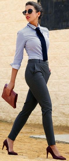 awesome business outfit idea : stripped shirt + bag + pants + heels