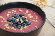 Oatmeal with beetroot: a healthy powerbreakfast with veggies and fruit. Filled with vitamines | dairyfree, glutenfree and sugarfree