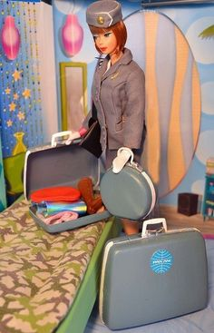 Packing: A scene from a Manhattan apartment in 5 am, (American Girl) Barbie is getting ready to travel around the globe as a Pan Am stewardess. Barbie Y Ken, Play Barbie, Mattel Barbie, Girl Barbie, Barbie Dream, Pretty Dolls, Beautiful Dolls, Vintage Barbie Dolls, Vintage Toys