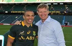 Ernie Els surprises the Boks ahead of Twickenham When stars collide: Ernie Els flew into London on Thursday, en route to play in Dubai next week. His reason? Handing the Springboks their jerseys ahead of their match against Twickenham. http://www.thesouthafrican.com/ernie-els-surprises-the-boks-ahead-of-twickenham/
