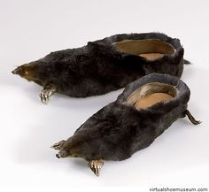 Chaussures en forme de rat ? souris? taupe? bon je sais rien mais en tout cas c assez degeu ! drôles de chaussures