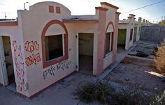 """<p>* Son viviendas inhabitadas pero que son propiedad de un tercero</p>  <p>* Piden una cuota por """"protección"""" a cambio del"""