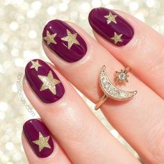 Short Burgundy Oval Nails Design #goldglitter Explore cute designs for short and long oval nails. Whether your nails are natural or acrylic, learning how to shape your nails oval is worth it. #naildesigns #ovalnails #nailart #nails