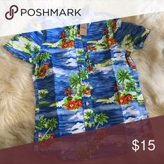 Hollister Hawaiian Floral button down shirt ✨BNWT! ✨   🛍 2+ BUNDLE = SAVE!  💯BRAND AUTHENTIC   ✈️ SAME DAY SHIPPING -- purchase by 2pm   🤷🏼‍♀️ MAKE ME AN OFFER, YAH NEVER KNOW!   ❓ Questions? Just comment! ❤️  🤗❤✌🏼HAPPY POSHING!✌🏼❤️🤗 Hollister Shirts Casual Button Down Shirts