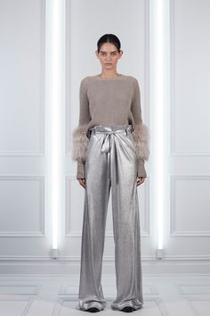 See the complete Sally LaPointe Resort 2018 collection.