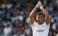Cristiano Ronaldo dilaporkan telah menandatangani perpanjangan kontrak lima tahun dengan Real Madrid. Tapi Ronaldo sejauh ini belum memberikan konfirmasi dengan mengatakan saat ini bukan waktu yang tepat membicarakan kontrak.