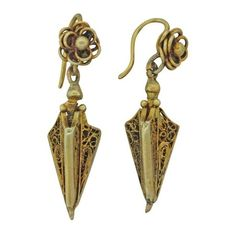 Pre-owned 14K Yellow Gold Filigree Hanging Victorian Earrings ($449) ❤ liked on Polyvore featuring jewelry, earrings, filigree jewelry, earring jewelry, pre owned jewelry, yellow gold earrings and gold filigree earrings