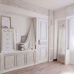 キッチン/白/グレー×白/シャビーシック/かご...などのインテリア実例 - 2016-11-19 12:47:57   RoomClip(ルームクリップ) Antique Wallpaper, My Room, French Antiques, Kitchenware, Armoire, Furniture, Home Decor, Clothes Stand, Decoration Home