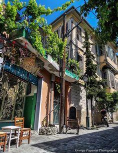 Θεσσαλονίκη - στα σοκάκια της Άνω Πόλης Greek Beauty, Thessaloniki, Macedonia, Greece Travel, Ghosts, City, Places, Outdoors, Beautiful