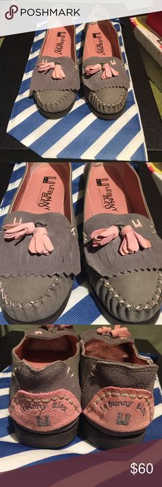 LeBunny Bleu grey and pink moccasins LeBunny Bleu New York grey and pink moccasins/boat shoe. Brand new never been worn! Great quality and comes with a blue and white storage bag LeBunny Bleu Shoes Moccasins