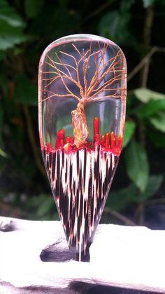 Pingente de orgonite , mescla de madeira tucum resina cristal quartzo e cobre...@arttude_design