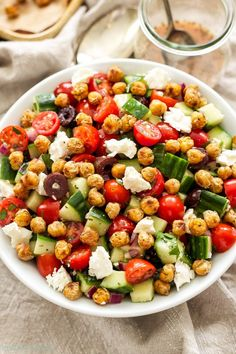 Greek Greek Tomato Cucumber Salad with Crispy Chickpeas Crispy pan sauteed chickpeas add flavor, crunch and protein to this delicious, gluten-free Greek salad! Chickpea Recipes, Veggie Recipes, Salad Recipes, Cooking Recipes, Healthy Recipes, Gluten Free Vegetarian Recipes, Greek Chickpea Salad, Greek Salad, Greek Dinners