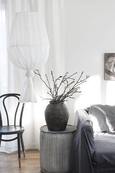 DIY: Gör en skir vacker lampa av gamla lampskärmar och en gardin