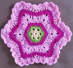 Pretty In Pink Crochet Dishcloth ~ free pattern ༺✿ƬⱤღ  http://www.pinterest.com/teretegui/✿༻
