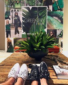 Shoes Lovers! Já no lançamento da coleção capsula #AzaleiaByClau Uma linha assinada pela querida @claudiabartelle que arrasou nos detalhes tudo super delicado e lindo! #casadevidrofhits #qgfhits @fhits
