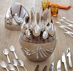 Discover a wide variety of high quality tableware, silver flatware, home accessories and original jewelry created by silversmith Christofle. Kitchen Utensils, Kitchen Gadgets, Kitchen Appliances, Lunch Table Settings, Vase Deco, Kitchenware, Tableware, Deco Table, Decoration Table