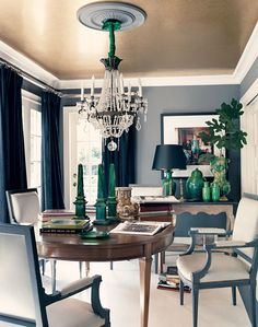 A highly glamorous dining room by Mary McDonald. Love the grey walls, dark green ceramics and shimmering gold ceiling. Interior, Ceiling Paint Colors, Dining, Decor Favorites, Home Decor, Room Inspiration, House Interior, Gold Ceiling, Interior Design