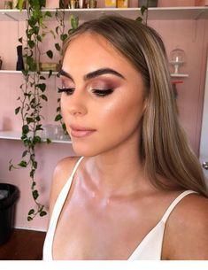 Gorgeous Makeup: Tips and Tricks With Eye Makeup and Eyeshadow – Makeup Design Ideas Glam Makeup, Formal Makeup, Bridal Makeup, Hair Makeup, Flatlay Makeup, Makeup Trends, Makeup Inspo, Makeup Inspiration, Makeup Ideas