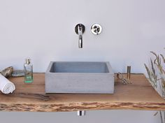 Countertop rectangular concrete handrinse basin BOX MINI by Gravelli design Tomáš Vacek