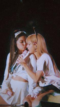 jenlisa archieves ❞ - - ❝ 结; Blackpink Jennie, South Korean Girls, Korean Girl Groups, Chica Cool, Blackpink Members, Blackpink Video, Black Pink Kpop, Indie, Blackpink Photos