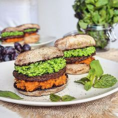 """Polubienia: 12.1 tys., komentarze: 223 – Let's Cook Vegan (@letscookvegan) na Instagramie: """"Mushroom burgers with spiced sweet potato and minted peas  Featuring @pattys_foodography For…"""""""