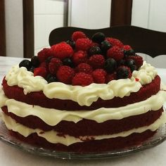 Red velvet with raspberries and blueberries. Delicious!! - made by Doce Saudade