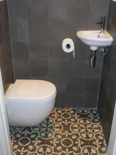 Photos of cement tiles and projects with Portuguese tiles Small Basement Bathroom, Add A Bathroom, Small Bathrooms, Portuguese Tiles, Half Baths, Floor Design, Home Look, Wall Tiles, Tile Floor