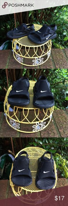 Nike play Baby Black Velcro Sandles Shoes Infant 3 Nike Play infant baby black Sandles have an open toe and Velcro on each side of the foot. The Nike emblem is on front, the outer sole and the outer foot on side. Soles are a rubbery material. Made in Thailand. Nike Shoes Sandals & Flip Flops