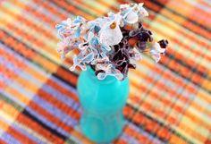 Flores com retalhos de tecido: dia da mulher - Blog do Elo7 Diy, Wedding Rings, Engagement Rings, Crafts, Jewelry, Blog, Craft Ideas, Fabric Scrap Crafts, Ladies Day