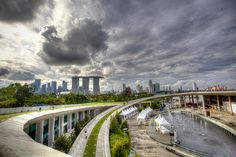 Marina Barrage by m|s, via Flickr - a good spot to fly kites and admire the fancy LED ones after dark