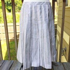 Ann Taylor Loft Cotton A-Line Skirt size 6 Ann Taylor Loft 100% cotton skirt. It is fully lined and great for summer. It has an invisible side zipper. It is in great shape with no stains. Ann Taylor Skirts A-Line or Full