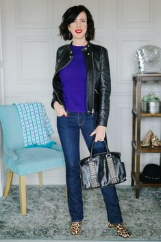 The secret wardrobe items you need to create perfectly put together outfits. If you are looking for classy outfit ideas for women or you don't know how to build a capsule wardrobe, you need to check out the essential wardrobe pieces every woman needs. Classy Winter Outfits, Fall Outfits For Work, Classic Outfits, Cool Outfits, Classic Wardrobe, Capsule Wardrobe Work, Wardrobe Staples, Wardrobe Basics, Essential Wardrobe Pieces