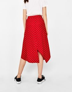 Asymmetric skirt - Bershka #fashion #product #red #navy #blue #rojo #azul #marino #trend #trendy #girl #cool #outfit #young #asymmetric #skirt #dots #falda #asimétrica #lunares
