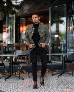 Get some top model outfits looks easily. Men Looks, Formal Casual, Outfits Hombre, Friday Outfit, Model Outfits, Denim Jacket Men, Denim Outfit, Mens Clothing Styles, Men's Clothing
